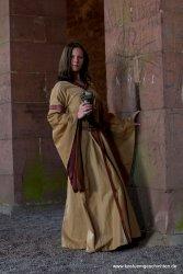 Mittelalterkleid mit Borte