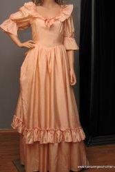 Romantisches Abendkleid in apricot aus Theaterfundus England