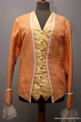 Orangefarbene Jacke aus dem Landestheater Salzburg