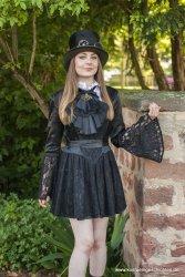 Minikleid aus Satin und Spitze